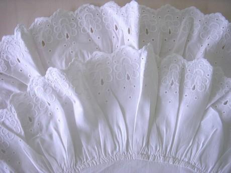 7.. Zavinovačka klasická, 2. volány, výšivka květ I.